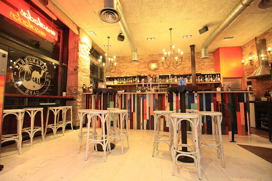 Mobiliario completo para el caravanserai egur lanak for Mobiliario para bar